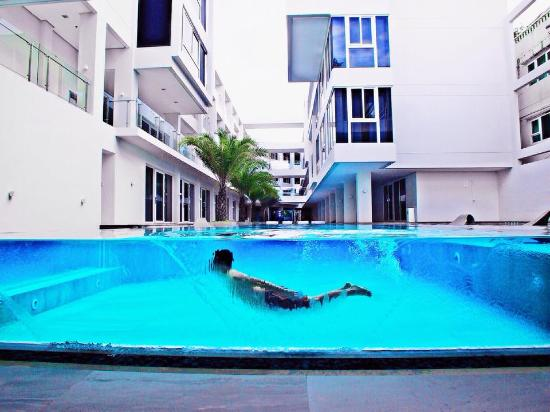 Swimming pool servicesprovider